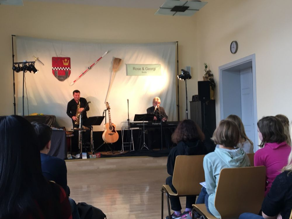 Sie sehen Bilder des Artikels: Musikalische Deutschstunden