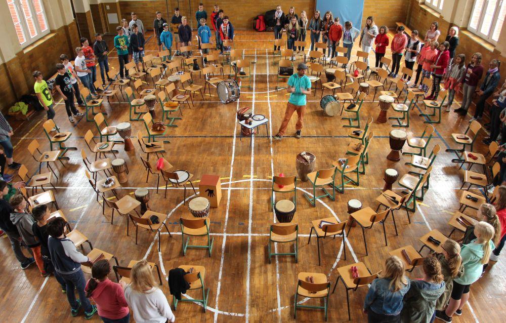 Sie sehen Bilder des Artikels: Trommelorchester lässt dieTurnhalle erbeben