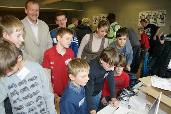 Sie sehen Bilder des Artikels: First Lego League 2010 - 'Body Forward'