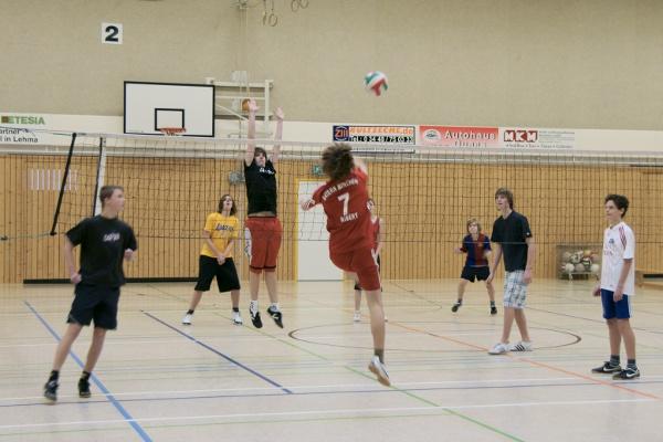 Sie sehen Bilder des Artikels: Volleyball- Zweifelderball-Turnier 2010