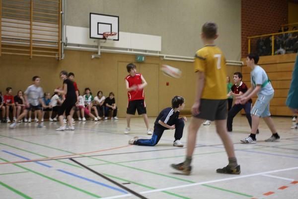 Sie sehen Bilder des Artikels: Volleyball- Zweifelderball-Turnier 2011