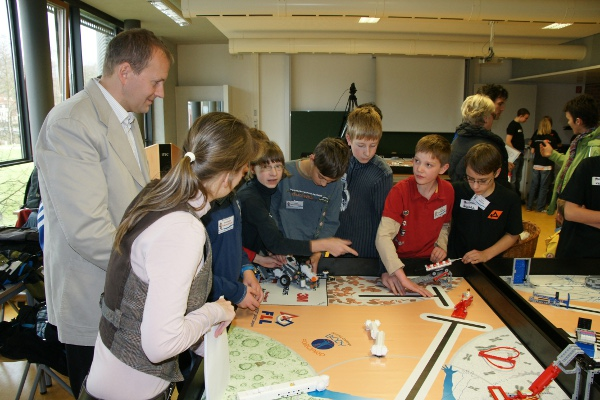 Sie sehen Bilder des Artikels: First Lego League 2010 - 'Body Forward'